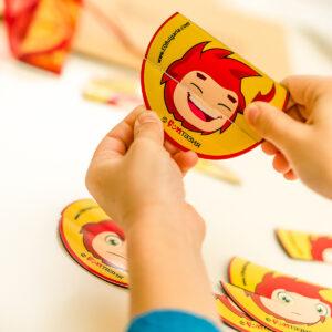 Магнитният комплект е пъзел, с който детето може да състави 25 различни емоционални състояния